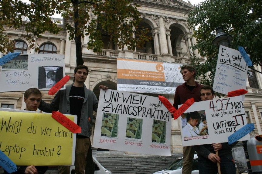 Aktion für CleanIT: Photoaktion vor dem Hauptgebäude der UniversitätWien
