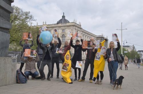 Südwind Magazin | Flash Mob in Wien - Südwind AktivistInnen